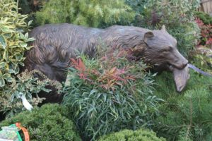 statuary-bear-with-salmon